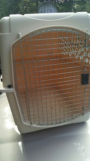 Large dog travel kennel. for Sale in Lexington, MA