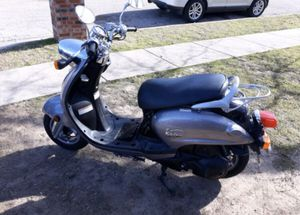Yamaha vino 125 scooter for Sale in Fort Worth, TX