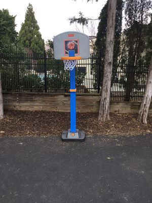 Fisher Price children's basketball hoop, adjusts from 4 to 6 feet high for Sale in McLean, VA