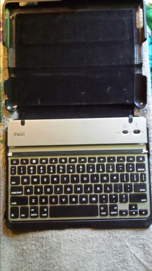Like New- ZAGG PRO CASE W/ BLUE TOOTH KEYBOARD for Sale in Gladewater, TX