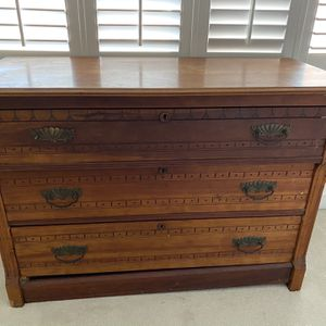 3 Drawer Antique Dresser for Sale in Marietta, GA