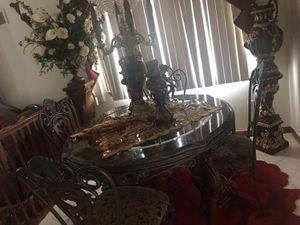 Dining room classy table for Sale in Dearborn, MI