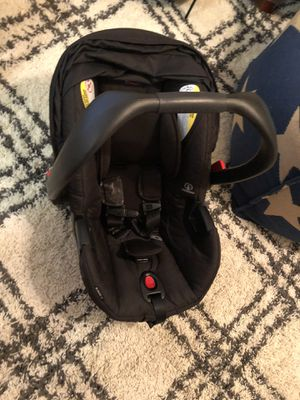 Britax B Safe Infant Carrier/ Car Seat w/ TWO Bases for Sale in Lakeland, FL