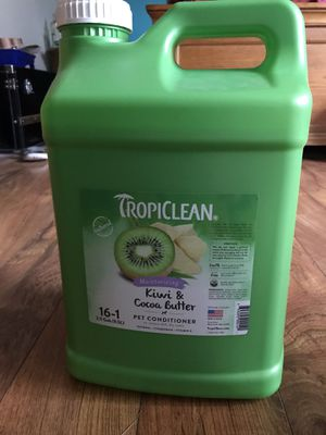 2.5 gallons of pet conditioner with free 20oz refill bottle for Sale in Owasso, OK