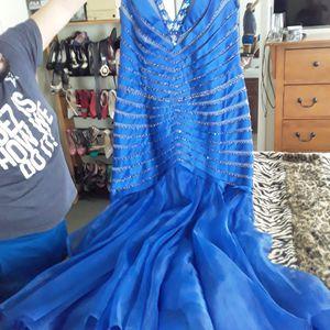 Vestido elegante de fiesta ajusta muy bien al cuerpo casi nuevo for Sale in LAS VEGAS, NV