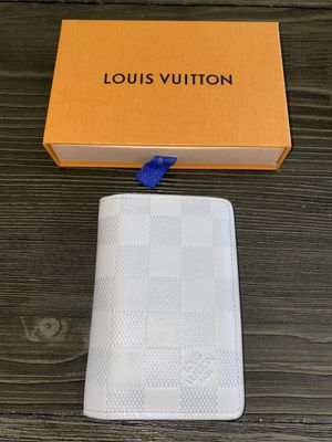 Authentic White Louis Vuitton Pocket Organize for Sale in Sunnyvale, CA