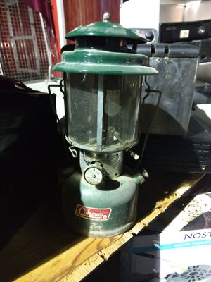 Butavd bc çColeman lantern model 220p for Sale in Las Vegas, NV