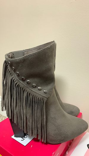 Gray fringe suede booties size 9 for Sale in Simpsonville, SC