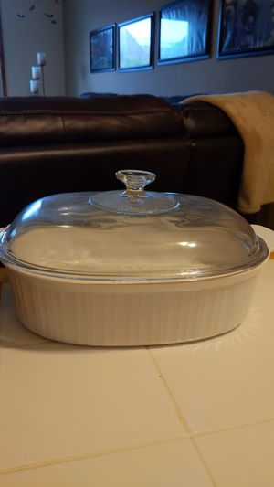 CorningWare French White 4 qt Oval Casserole with Glass Cover for Sale in Milwaukee, WI