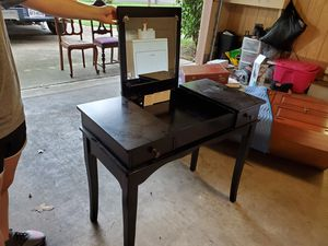 Make-up desk for Sale in DW GDNS, TX