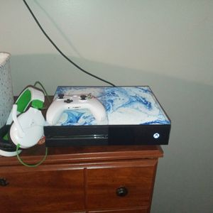 Custom Xbox One With Brand New Controller And Headset and Games for Sale in Cartersville, GA
