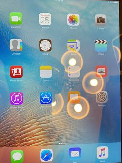 Apple iPad 3rd Gen 64GB, Wi-Fi, 9.7in - black With charger unlocked for Sale in Federal Way,  WA