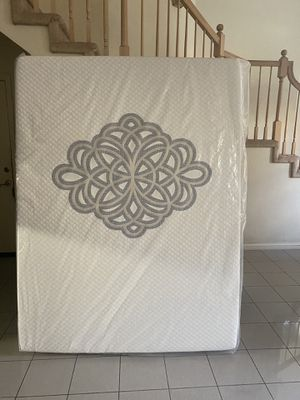 Queen mattress, New in plastic bag, 13 inches thick, Memory Foam for Sale in La Puente, CA