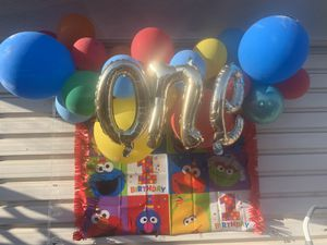 """Balloon Garland & """"ONE"""" balloon with Elmo banners for Sale in South Gate, CA"""