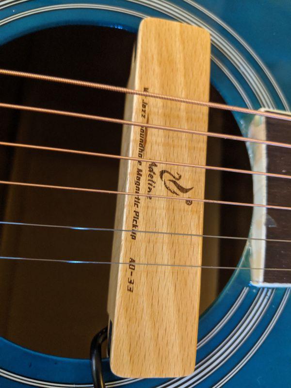 Acoustic guitar w/ passive magnetic pickup
