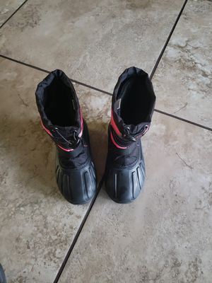 Snow boots girl size 9 for Sale in Tolleson, AZ