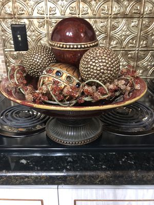 Creative scents Dublin Decorative bawl and orbs/Balls set of 8 centerpiece Bowl with Balls. for Sale in Utica, MI