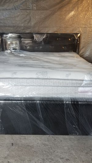 KING SIZE NEW BED FRAME WITH MATTRES AND BOXPRING USED for Sale in Houston, TX