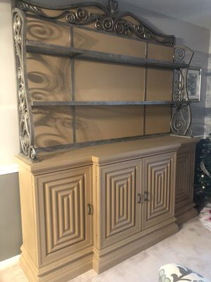 Beautiful dining room hutch for Sale in Elgin, IL