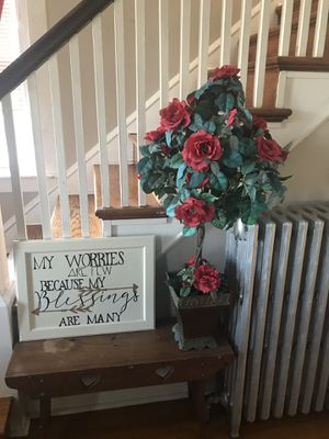 Talk Standing Flower Decor $10 for Sale in New Holland, PA