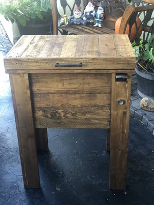 Patio cooler made of pallets for Sale in Plantation, FL