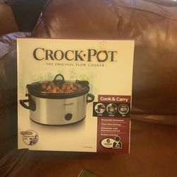 Crock Pot Never Used Still In Original Box And Wrapping for Sale in Lansing,  MI