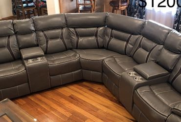 New Gray Recliner Sectional Couch / free Delivery for Sale in Long Beach,  CA