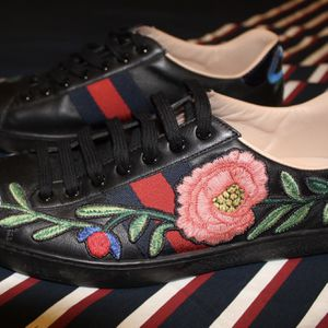 Gucci Ace Floral Sneakers Sz 8 LOOKING FOR A TRADE XBOX ONE for Sale in Waterbury, CT