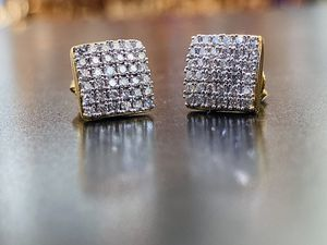 10KT GOLD .55ct DIAMOND STUD EARRINGS JEWELRY SQAURE MENS OR WOMENS for Sale in Sugar Land, TX