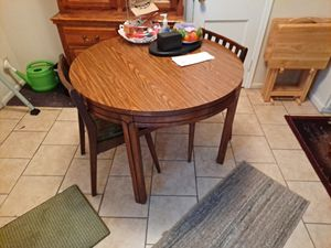 Dining room. 4 chairs. Leaf. for Sale in Wichita, KS