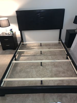 Queen size bed frame for Sale in Snellville, GA