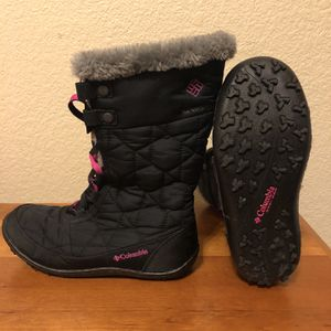 Columbia Snow Boots Size 3 Kids for Sale in Las Vegas, NV