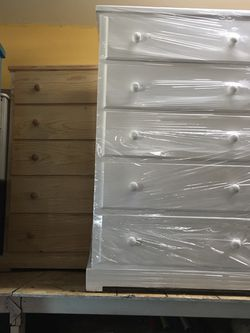 5 Drawers Chest Dresser Any Colors New Solid Wood for Sale in Long Beach,  CA