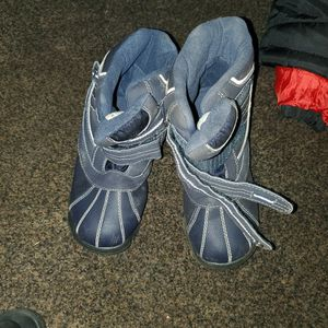 Boys Snow Boots Size 4 for Sale in Fresno, CA
