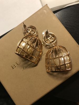 Brand new bird cage pearl earrings for Sale in Rockville, MD