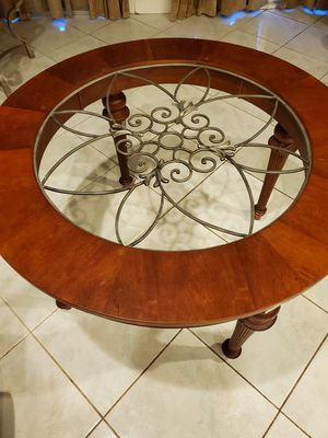 Round dining table kitchen table for Sale in Davie, FL