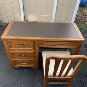 Desktop And Chair In Great Condition Must Pick Up Today .. for Sale in Aurora, IL