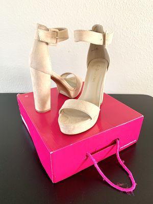 Dream Paris - Heels Pumps Platforms Shoes - Size 6 for Sale in Las Vegas, NV