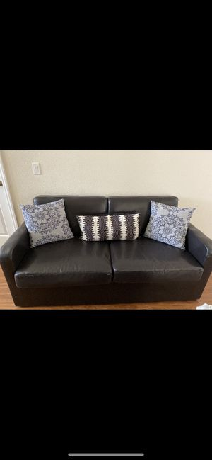 Loveseat can turn in full size bed pillows not included.Good condition for Sale in New Port Richey, FL