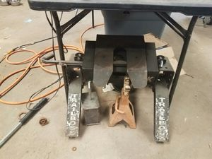 Fifth wheel receiver for Sale in Brandon, MS