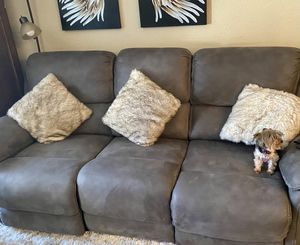 Like New!! Dual Electric Recliner Sofa for Sale in Vista, CA