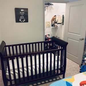 Clean 3 In 1 Baby To Toddler Drop down Crib for Sale in Riverview, FL