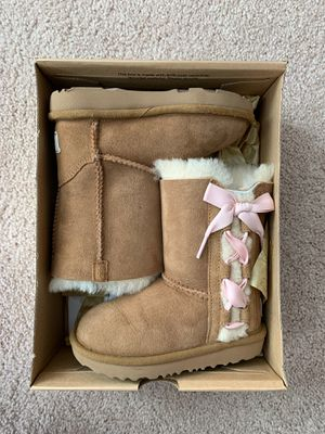 UGG boots girls size 9 for Sale in Westlake, OH
