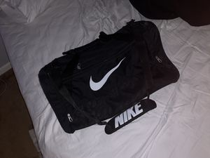 Spacious Nike duffle bag for Sale in Sewell, NJ