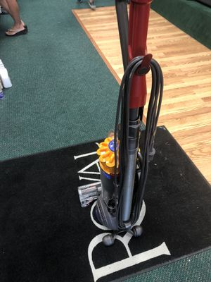 Dyson vacuum for Sale in Sterling Heights, MI