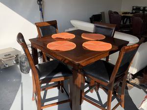 High Top Kitchen Table & 4 Chairs for Sale in Town and Country, MO