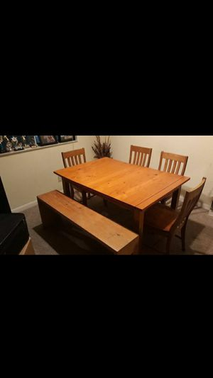 Solid Wood Dining Room Kitchen Table Seats 6 for Sale in Coral Springs, FL