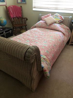 Twin Wicker Sleigh Bed Set 7 pieces for Sale in Palm Harbor, FL