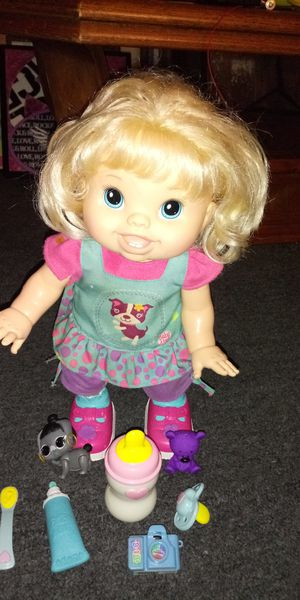 Baby Alive wanna walk interactive doll that speaks and walks good condition for Sale in Missouri City, TX