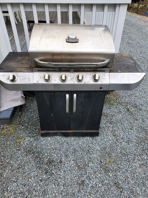 BBQ grill for repair or scrap for Sale in Edgewood, WA